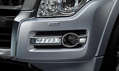 Światła LED do jazdy dziennej oraz ksenonowe reflektory przednie (HID)